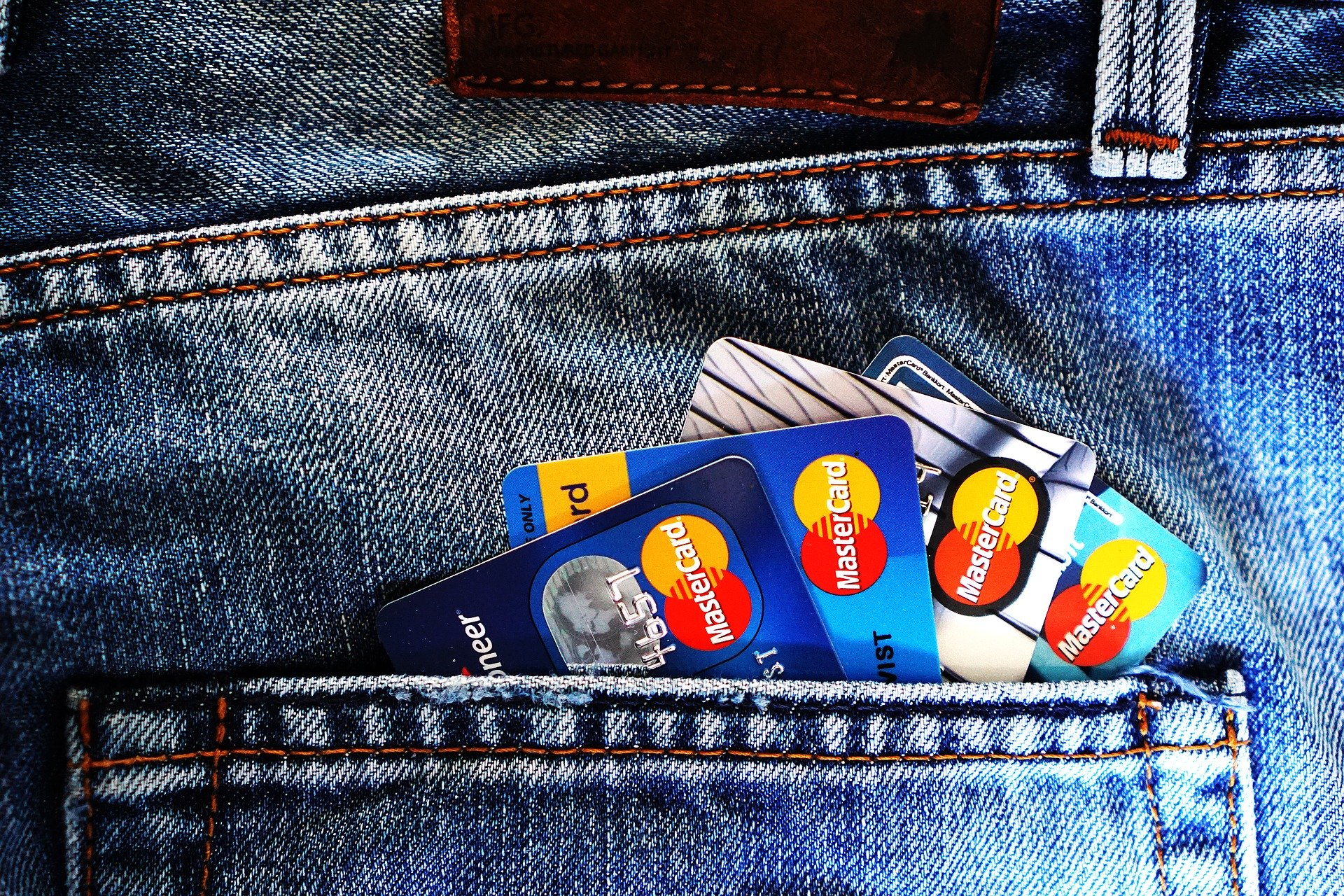 How To Manage Credit Card Spending